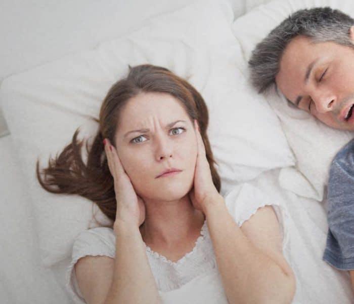 Cómo dejar de roncar y evitar la apnea del sueño